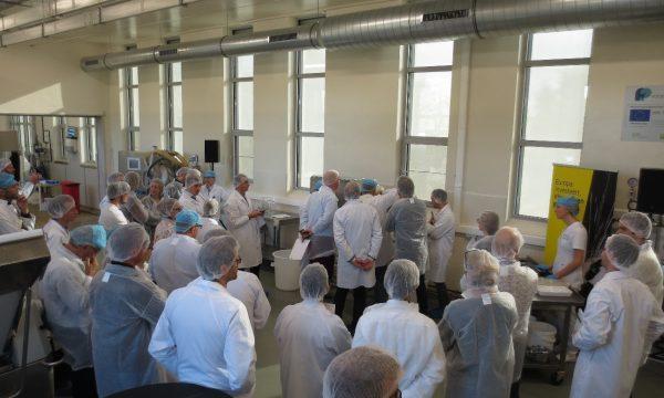 Demonstratie van de colloïdmolen in de Food Pilot