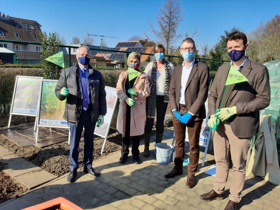 Minister Hilde Crevits lanceert 'Soja in 1000 tuinen' en participeert