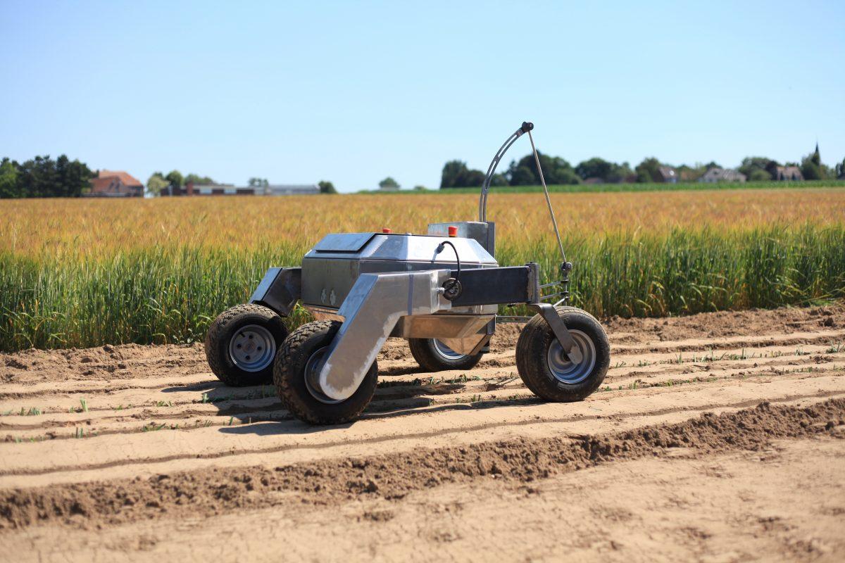 Robot op een akker