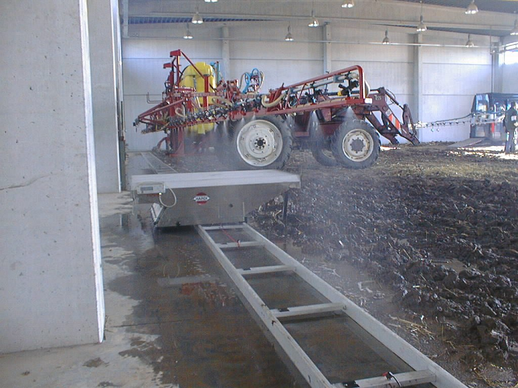 spray boom distribution