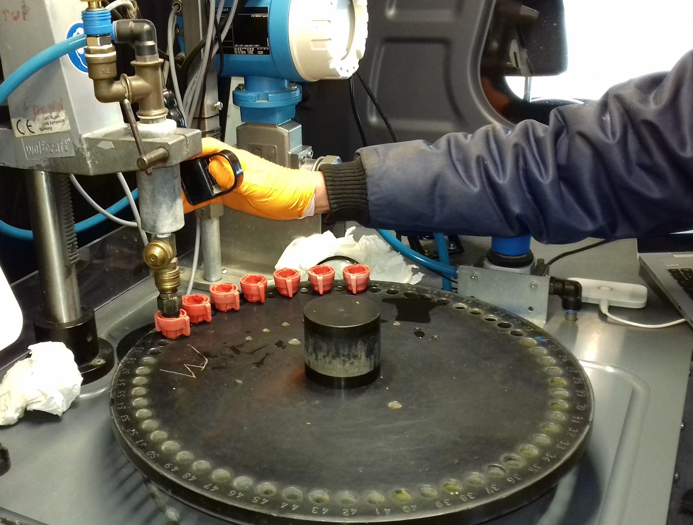 Testing nozzles on a nozzle test bench