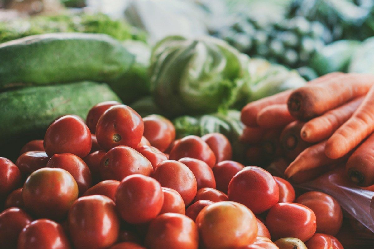Tomatoes, carrots, fresh vegetables, healthy food