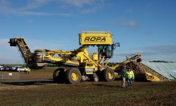 Demo van landbouwmachine in de bietensector
