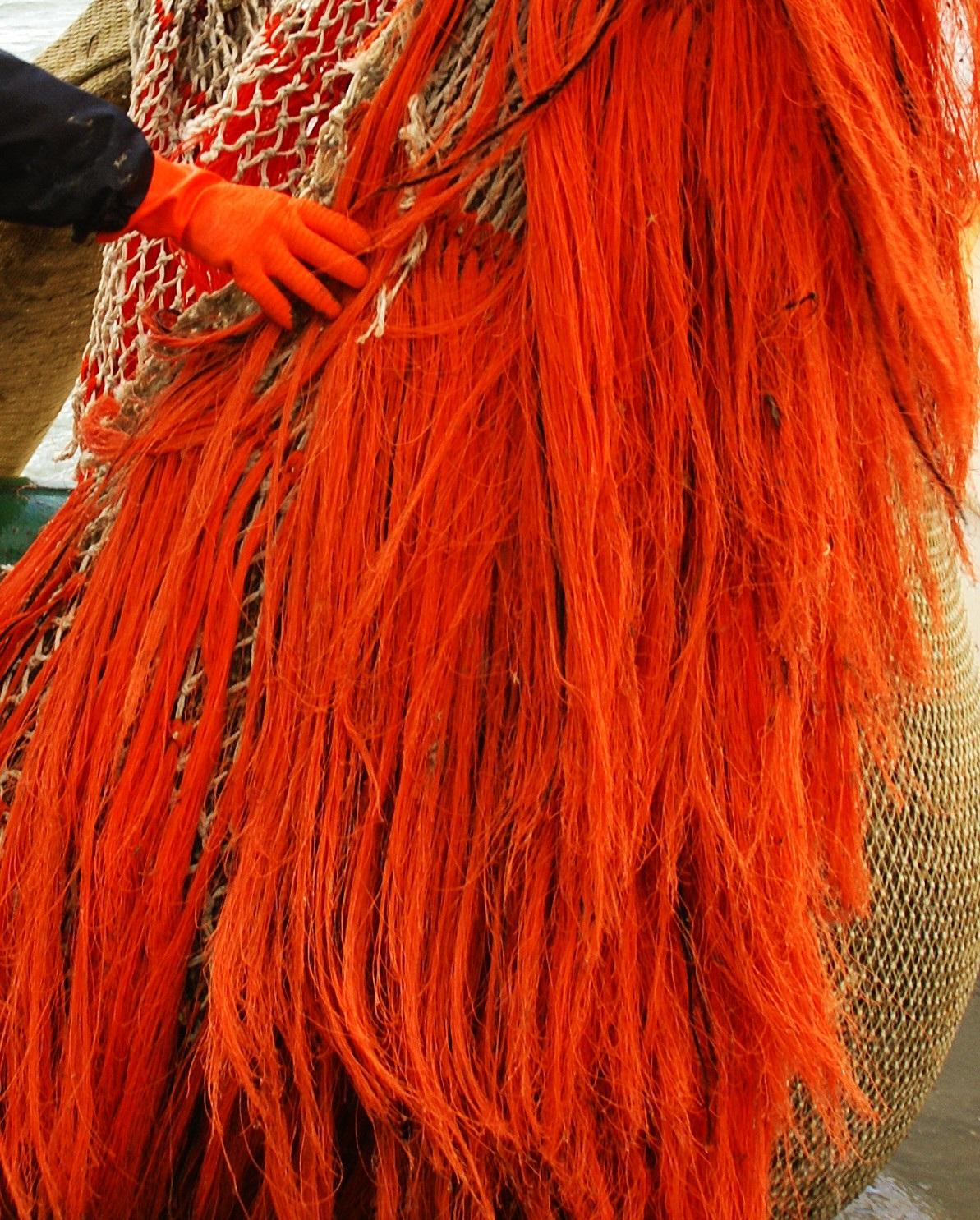 Oranje spekking als bescherming voor een visnet